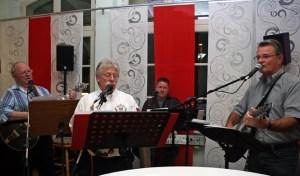 """Die """"BüLaRose-Band"""" in Aktion: Landrat Rosenke, Werner Krebs, Hans Paffrath-Sahm und Hans-Josef Engels (v.r.). Bild: Walter Thomaßen"""