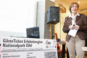 Iris Poth, Geschäftsführerin Nordeifel Tourismus, lädt weitere Gastgeber ein, sich an dem Projekt zu beteiligen. Bild: Tameer Gunnar Eden/Eifeler Presse Agentur/epa