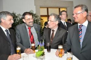 Zwischendurch blieb auch immer mal Zeit für ein Schwätzchen, hier mit den Bürgermeistern Bert Züll (Heimbach), Reinhold Müller (Dahlem), Dr. Uwe Friedl (Euskirchen) bund Landrat Günter Rosenke (Kries Euskirchen) (v.l.) Bild: Reiner Züll