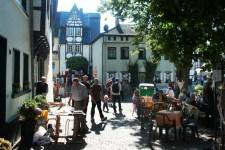 Gut besucht war die erste Kunstausstellung auf dem Entenmarkt in Bad Münstereifel. Bild: Wolfram Erber