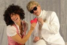 Christiane Remmert und Jojo Ludwig präsentieren ihren ganz eigenen Blick auf den Volksbarden Heino. Bild: Theater 1