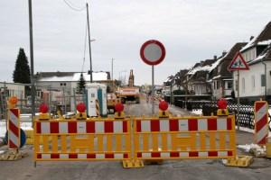 Da derzeit der Stauraumkanal eingebaut wird, muss die Hüttenstraße einen Monat lang gesperrt werden. Bild: Michael Thalken/Eifeler Presse Agentur/epa