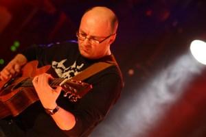 Jacques Stotzem hat bereits 14 CDs eingespielt. Ein Livekonzert des Belgiers ist ein unvergessliches Erlebnis für alle Fans handgemachter Gitarrenmusik. Bild: Stotzem