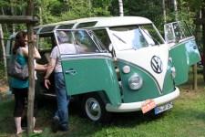 Einigen Oldtimer-Fahrern wird es sogar gestattet sein, im Freilichtmuseum auf einem eigenen Campingplatz mit 60er Jahre Charme zu übernachten. Bild: Michael Thalken/Eifeler Presse Agentur/epa