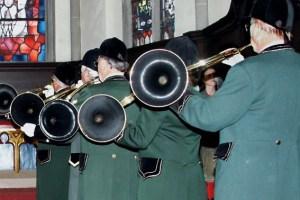 Zu einer richtigen Hubertusmesse gehören natürlich auch die Parforcehörner. Archivbild: Michael Thalken/Eifeler Presse Agentur/epa