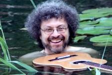 """Der Musiker und Produzent Majiken macht auf den Weg zu einer Schottland-Solo-Tournee Halt im Wirtshaus """"Zur Alten Abtei"""". Bild: Majiken"""