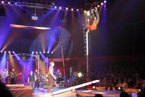 """Das """"Trio Dac"""" zeigte Höhenflüge bei der Premiere der """"Höhner Rockin' Roncalli Show"""". Bild: Tameer Gunnar Eden/Eifeler Presse Agentur/epa"""