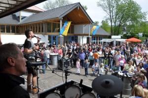 """Die Band """"De Bure"""" sorgte am Vatertag für karnevalistische Töne. Alle Bilder: Reiner Züll"""