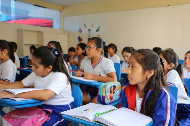 estudiantes primaria en aula