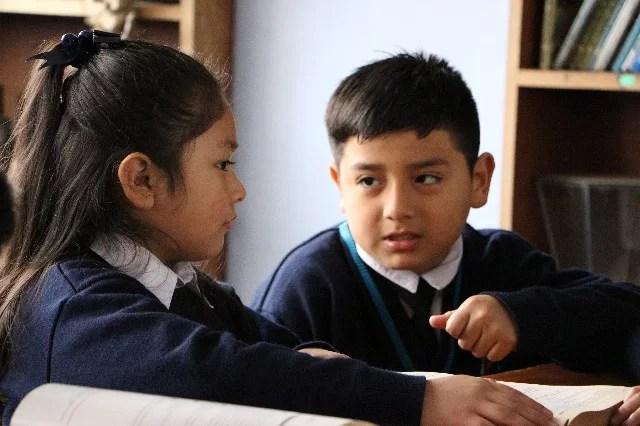 estudiantes hablando