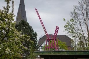 Der rosa Stuhl auf dem Dach