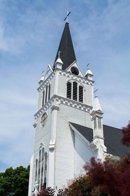 Ste._Anne's_Catholic_Church_on_Mackinac_Island[1]