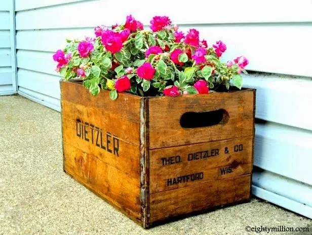 DIY Recycling Inspiration:  Instant Flower Pot Using a Vintage Beverage Crate