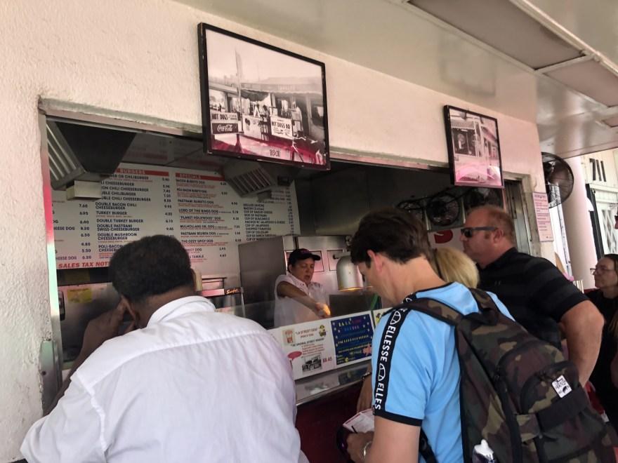 IMG 0403 1024x768 - ロサンゼルスにあるPink's Hot Dogsのチリドッグは並ぶ価値あり!