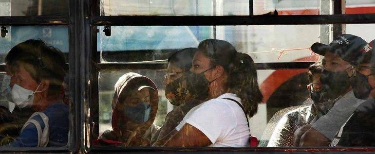 transporte-publico-cubrebocas-eikon-com-mx