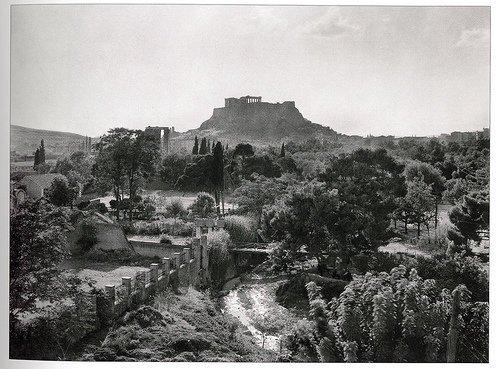 Το Μετς και ο Ιλισός, φωτογραφημένοι από τον λόφο του Αρδηττού, στις αρχές του 20ου αιώνα