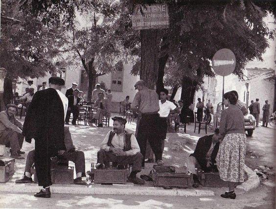 Σκηνή δρόμου στα Τρίκαλα το 1950