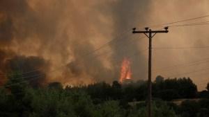 Read more about the article Επικίνδυνη φωτιά στη Λίμνη Ευβοίας – Εκκενώνονται οικισμοί