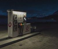 Сети АЗС продолжают снижать цены на все виды топлива