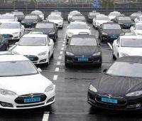 Tesla запустит сервис беспилотного такси