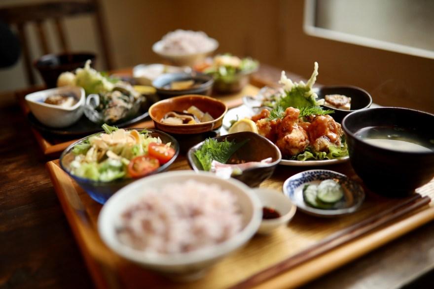 ヒビヤレコーズ|山田高校近、レトロ感満載のカフェ