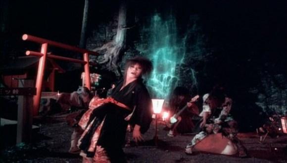 [2002.10.04] Kagrra - Kotodama (DVD) [480p]   - eimusics.com.mkv_snapshot_02.41_[2015.12.21_20.48.06]