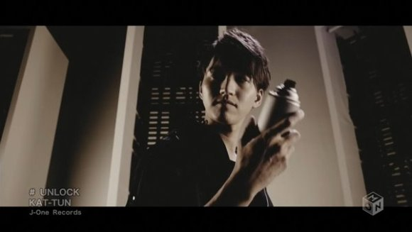 [2016.03.02] KAT-TUN - UNLOCK (M-ON!) [720p]   - eimusics.com.mkv_snapshot_01.41_[2016.04.09_00.17.18]