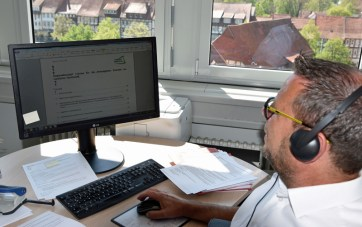Erster Kreisrat Jörg Richert bei der Telefonkonferenz. Foto: Landkreis Northeim