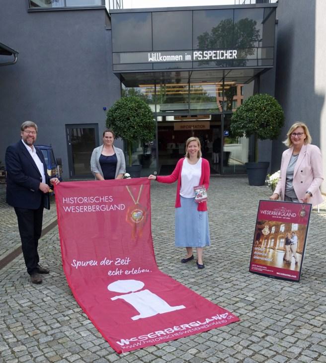 Lothar Meyer-Mertel, Anika Schmitt, Ulrike Lauerwald und Petra Wegener. Foto: Frank Bertram