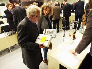 Martin Wehner und Gabriele Kahn bei der iPad-Ausgabe.