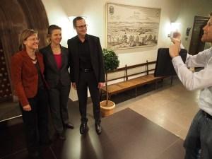 Ein Foto mit Professorin ung Bürgermeisterin für Dr. Roy Kühne.