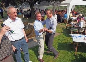 Brunnenfest in Lüthorst mit Tanzeinlage (v.l.): Joachim Stünkel, Bernd von Garmissen und Roy Kühne.