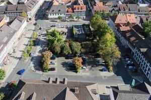 Der Neustädter Kirchplatz von oben, Blickrichtung Osten. Aufnahme von Michael Mehle (Göttingen).