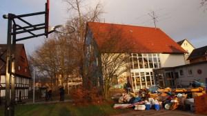 Bevor die Bagger zum Abriss kommen: das Haus der Jugend mit Sperrmüll.