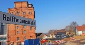 Das Kornhaus wird ab XX zum PS-Speicher, dann wird auch der Parkplatz (rechts) auf dem ehemaligen Gelände des Jugendzentrums fertig sein. Archivfoto