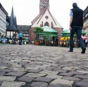 Sorgt für Diskussionen: das Pflaster auf dem Marktplatz.