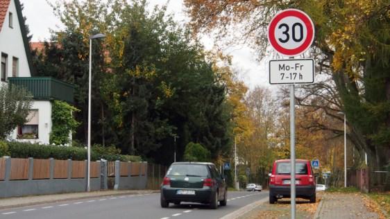 Auf der Schützenstraße, zumindest auf einem Teil von ihr, gilt das Tempo 30 bis 17 Uhr.