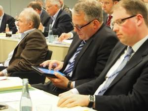 Timo Dröge (r.) im Kreistag neben CDU-Fraktionschef Heiner Hegeler. Archivfoto