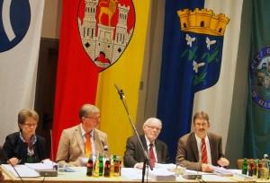 Kämmerin Christa Dammes (links) während einer Ratssitzung mit Gerald Strohmeier, Bernd Amelung, Albert Deike. Archivfoto 2013