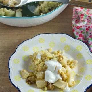 Crumble mit karamellisierten Birnen und Ricotta-Jogurtcreme