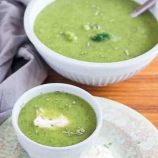 Brokkoli-Estragon Süppchen mit Nockendingenskirschen