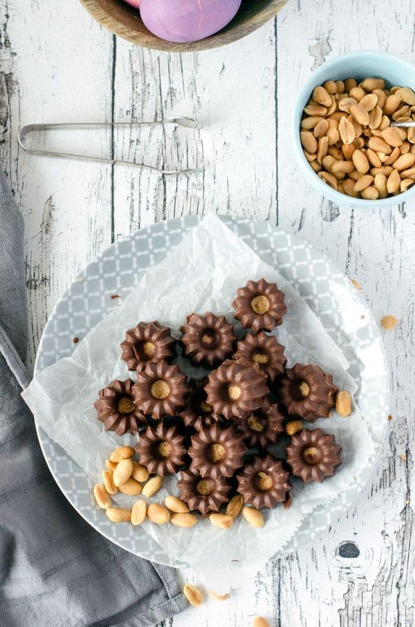 skinny peanutbuttercups, only four ingredients. recipe also in english. www.einepriselecker.de