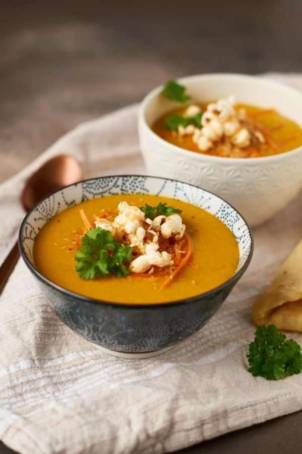 Köstliche und schnell gemachte rote Linsen-Möhrensuppe // Delicious and easy to prepare red lentil carrot soup