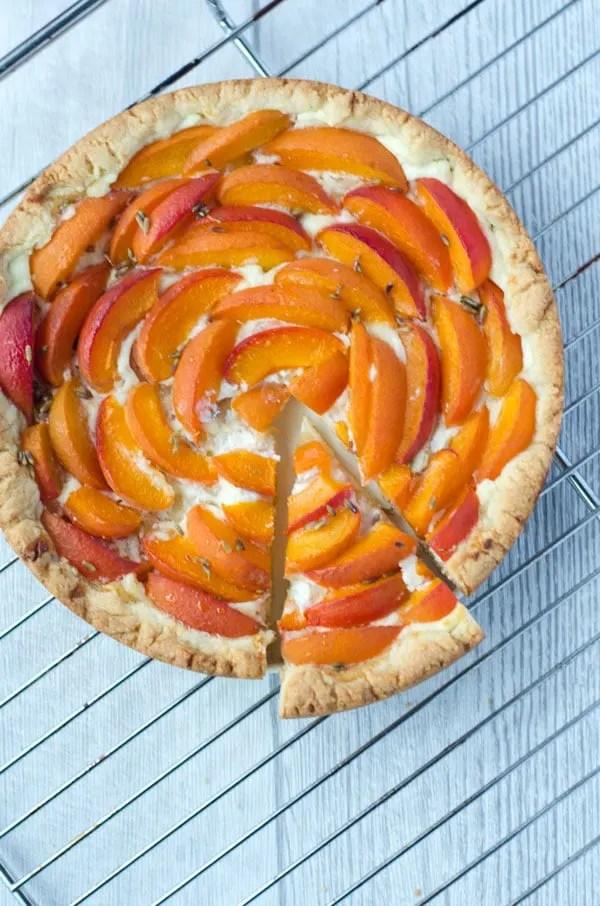 Aprikosentarte mit Ricotta und Lavendelhonig. // apricot-tart with ricotta and lavender-honey. Recipe also in english!