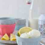 skinny frozen-yogurt with lemon and buttermilk. Easy to make, refreshing and perfect for summer time!