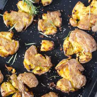 smashed potatoes - zertrümmerte Kartoffeln aus dem Ofen. Ganz einfach zu machen, unglaublich lecker!