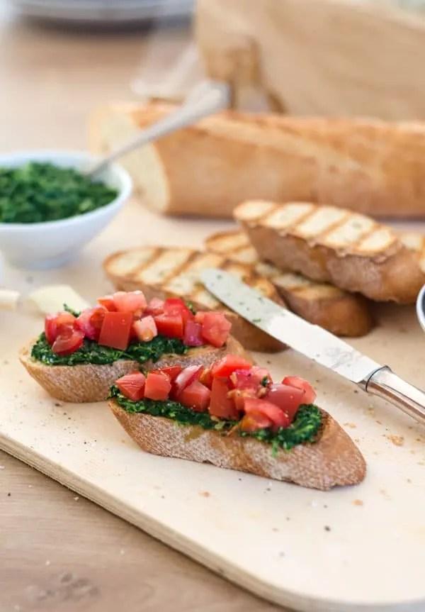 bruschetta mit tomaten und kalorienreduziertem spinatpesto eine prise lecker. Black Bedroom Furniture Sets. Home Design Ideas