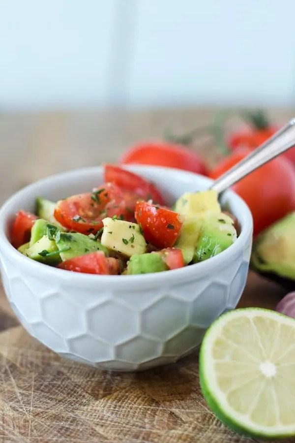 Tomaten-Avocado-Salat – vegan und kalorienarm