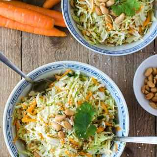 köstlicher, kalorienarmer Asiatischer Krautsalat. Ganz einfach gemacht, wunderbar knackig, einfach verdammt gut. //Asian coleslaw. Low calorie, easy to make from scratch. Recipe also in english!