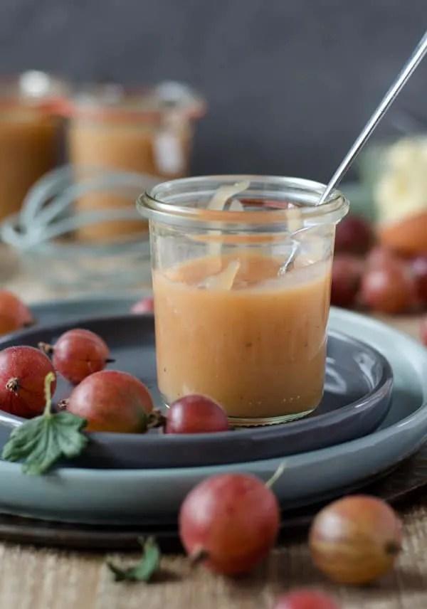 cremiges, fruchtig süßes Stachelbeer Curd. Ganz leicht gemacht und für so viele Dinge einsetzbar. In Kuchen, zu Eis, zwischen Keksen und und und...